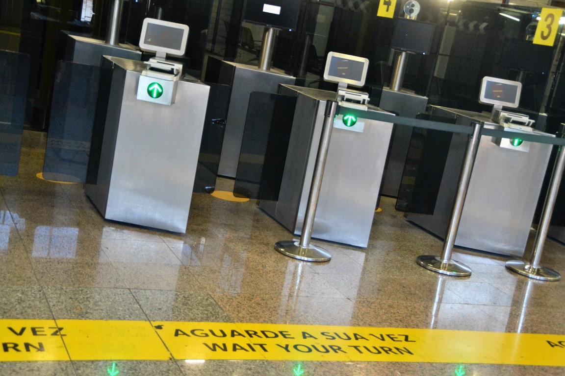 Dois estrangeiros com documentos falsos detidos no Aeroporto de Faro - Sul Informacao