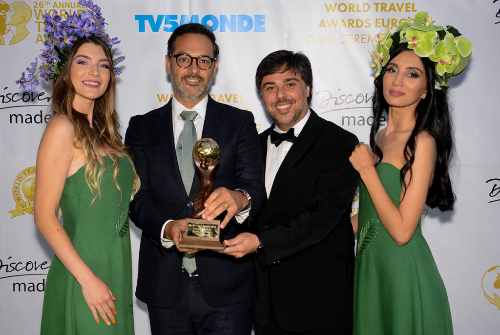 João Fernandes, presidente da RTA, com o troféu - Créditos da Foto: World Travel Awards Europe