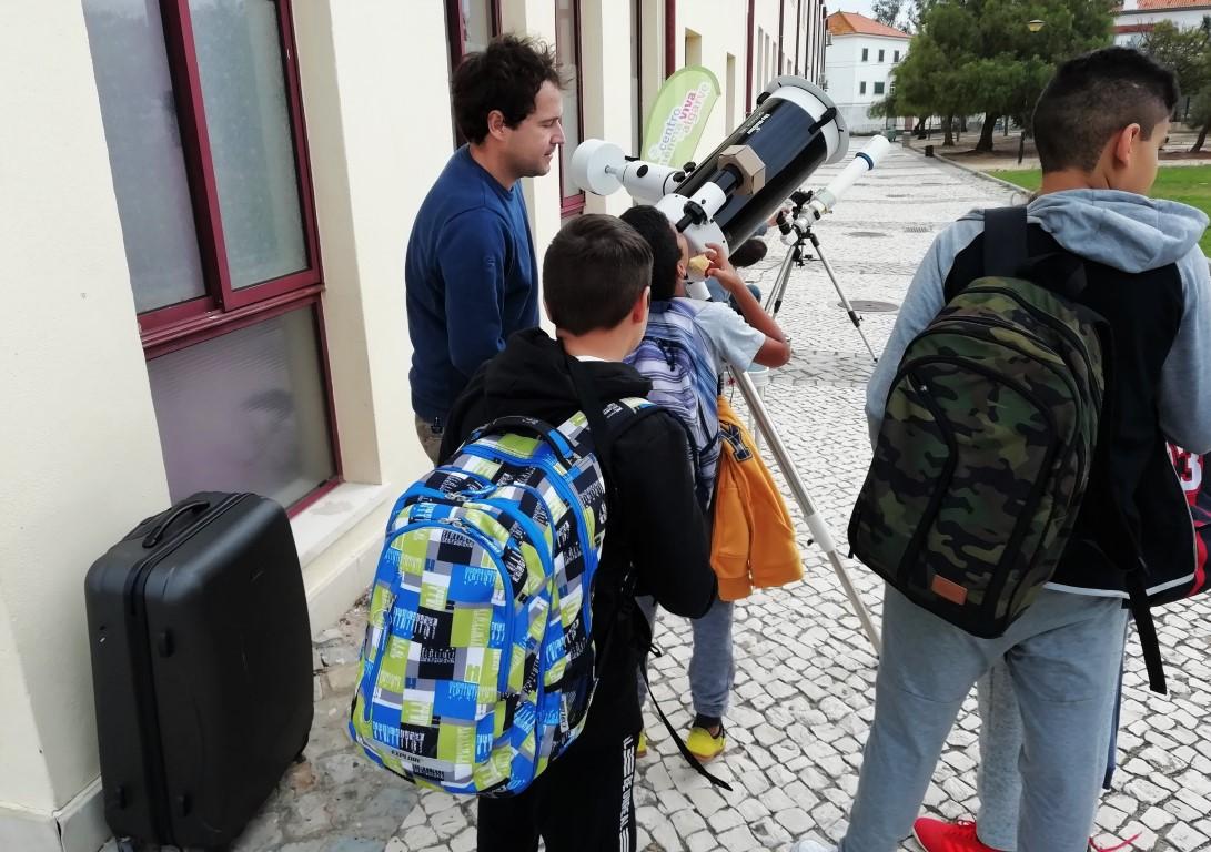 Alunos de Faro juntaram-se a ver o trânsito de Mercúrio - Sul Informacao