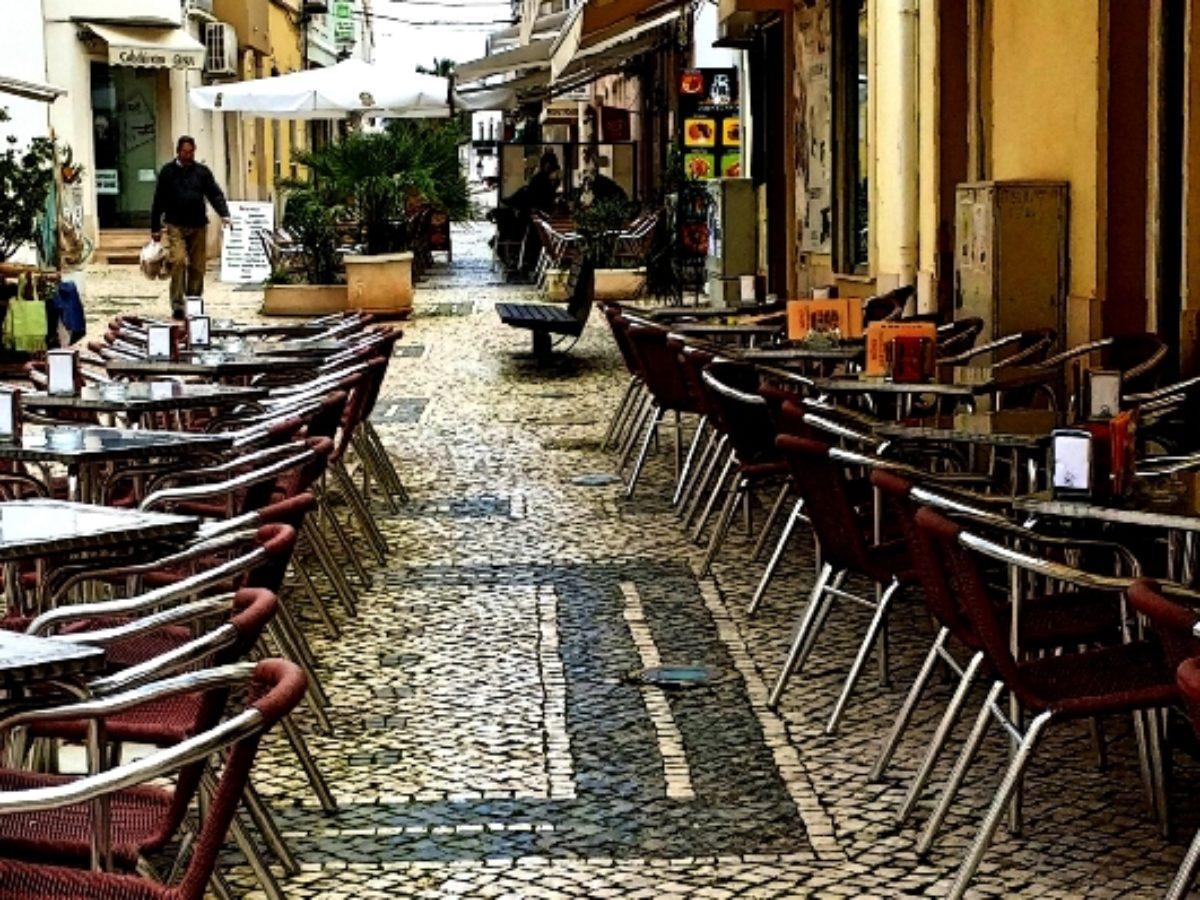 Expulsão de autocaravanistas de Silves deixa esplanadas da cidade ...